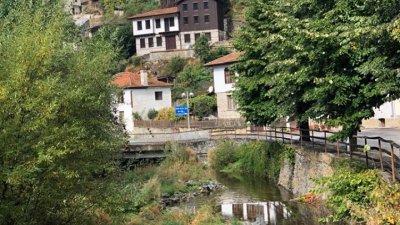 Село Широка лъка предлага на посетителите си спокойствие и автентична архитектира