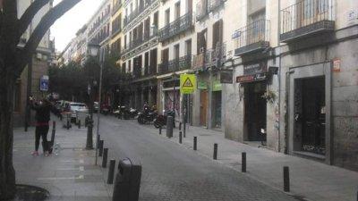 Забранено е безцелното излизане по улиците в испанската столица. Глобите започват от 600 евро.