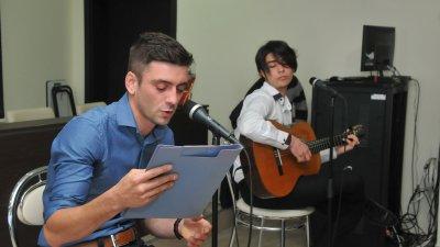 Никола Парашкевов чете стихове на поета