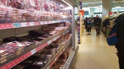 Супермаркетите са пълни със стока и работят нормално