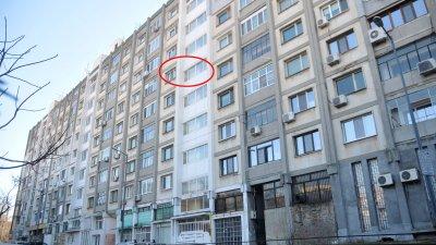 От години Енчо Рачев живее в този блок в Бургас