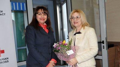 Сред гостите на форума бе и председателят на ОбС Севдалина Турманова (вляво)