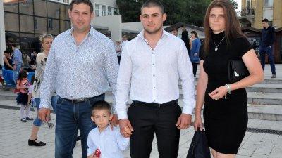 Шефът на общинска полиция Веселин Василев изпрати сина си Стоян