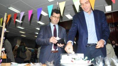 Евродепутатът Асим Адемов и кметът на Бургас Димитър Николов подкрепиха финансова инициативата