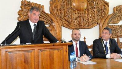 Живок Жеков (вляво) водеше сесията до избора на председател