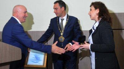 Дъщерята на Иван Притъргов получи отличието, което бе присъдено посмъртно на футболиста