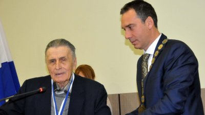 Архитект Деви Симеонов с Ключа от кулата на Община Бургас