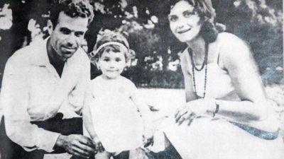 Петя с родителите. Снимка Личен архив