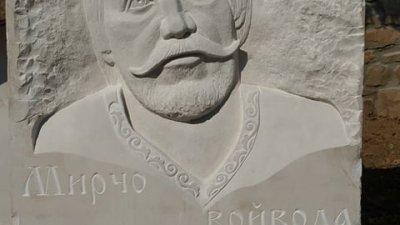 Над бюста на Мирчо войвода работи Добрин Вътев