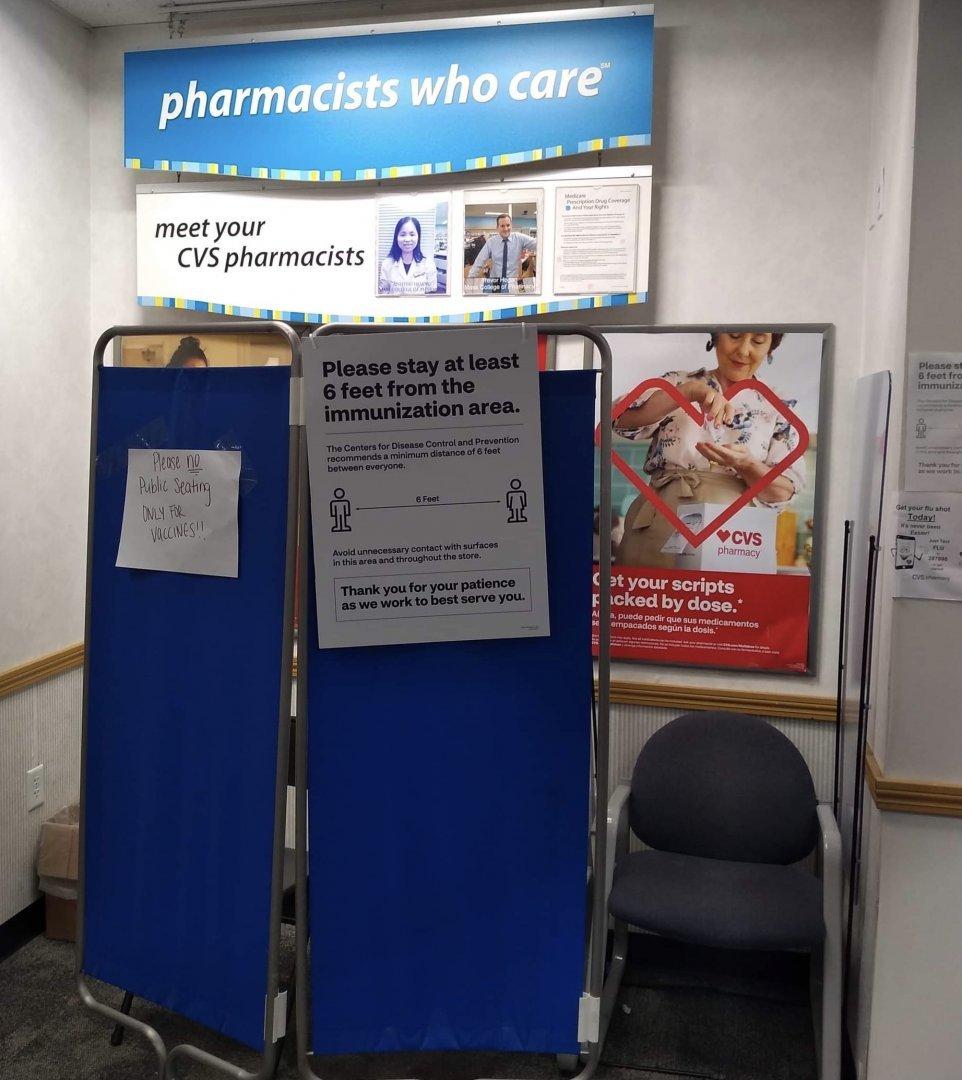 В Щатите масовата ваксинация е в разгара си, ваксини се поставят дори и в аптеките. Снимка Стела Уосън