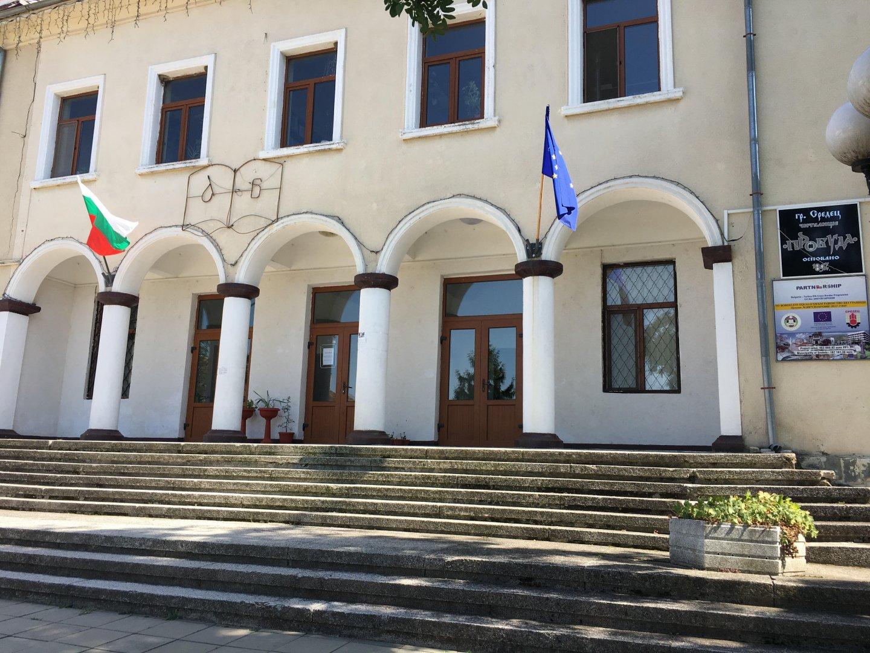 Читалището в Средец ще има гъсеничен стълбищен подемник, закупен по проект. Снимки Община Средец