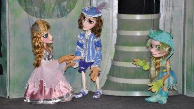 Момичето с бисерните сълзи е английска народна приказка. Снимки Куклен театър Бургас