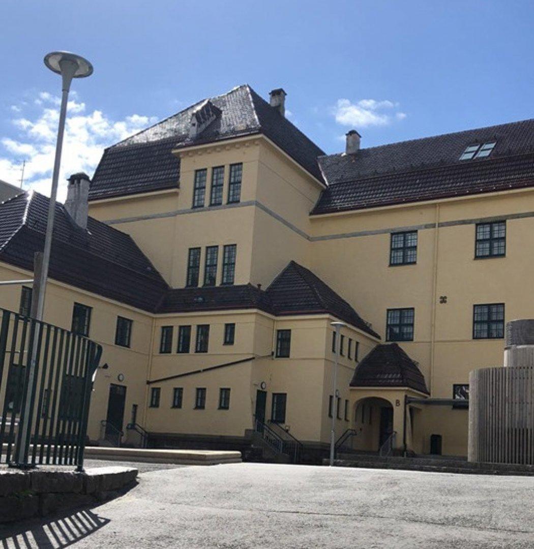 Животът в Норвегия се връща към нормалното. И учениците от горните класове се върнаха на училище. Снимка Марта фон дер Уе