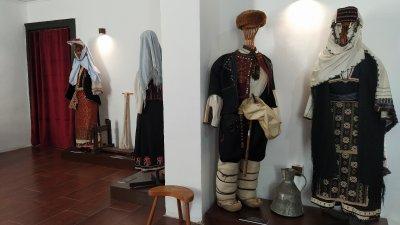 Експозицията е подредена в къща по проект на Рикардо Тоскани