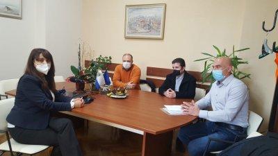 Депутатът Николай Тишев (вдясно) и колегите му от БСП внесоха искане за извънредна сесия. Снимка БСП - Бургас
