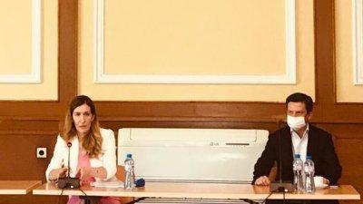 В срещата участва и председателят на КЗП - Димитър Маргитов. Снимка Министерство на туризма
