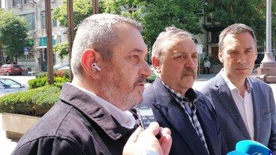 Проф. Тодор Кантарджиев (в средата) дойде в Бургас във връзка с мащабното антително изследване, което се прави тук. Снимка Черноморие-бг