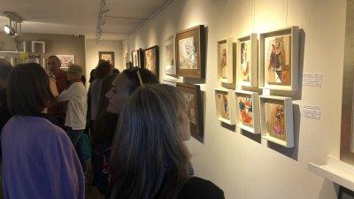 Много приятели и колеги уважиха изложбата на Невена Ангелова, която тя показа в галерия Абсент. Снимки Авторът