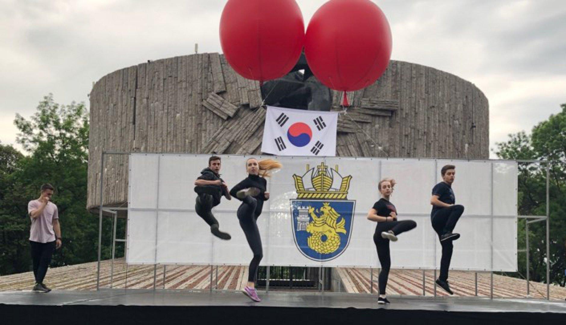 С демонстрации на бойни изкуства започнаха Дни на Корея в Бургас. Снимка Валентина Радостинова