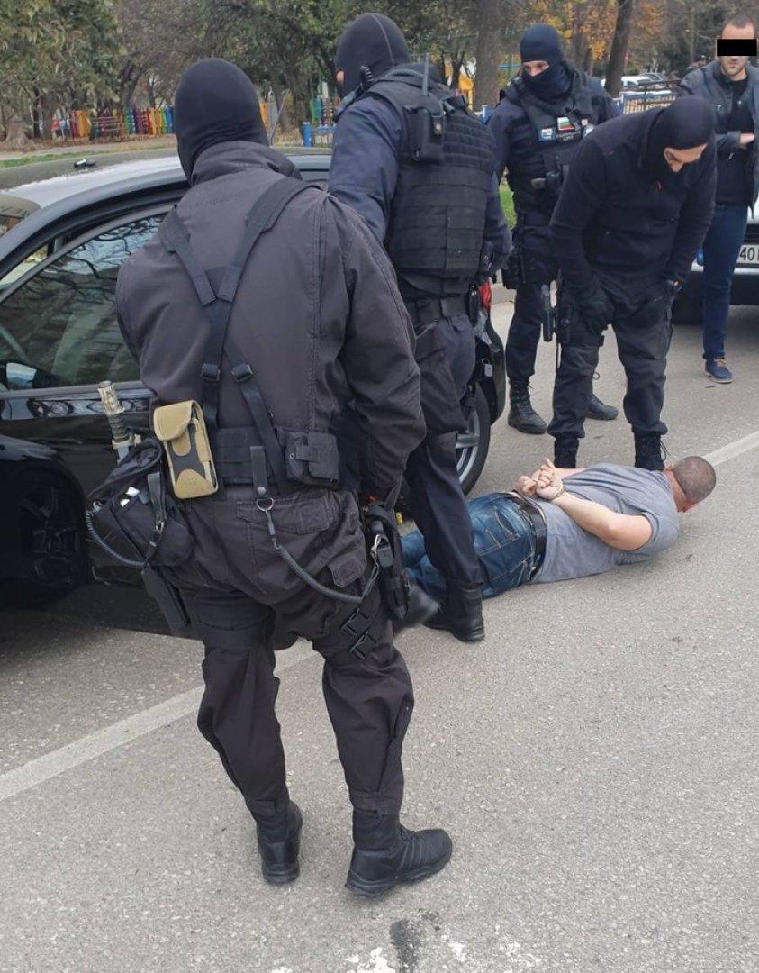 Мъжът е задържан при акция на столичен булевард. Снимка ОДМВР - Бургас