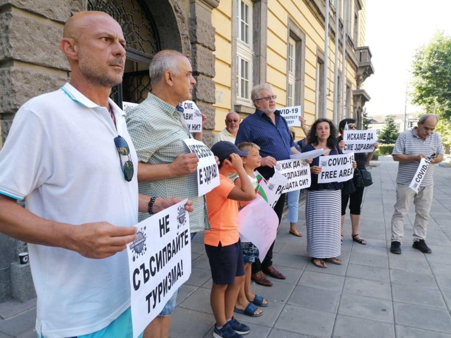 Жителите на Радва се притесняват за спокойствието на своите гости. Снимки Черноморие-бг