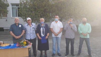 Директорът на гимназията Христина Жабова поздрави учениците и техните преподаватели
