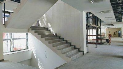 Строително-монтажните дейности в новата сграда продължават. Снимки Авторът