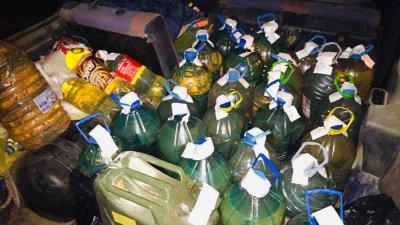 Един тон от горивото са били превозвани в три автомобила. Снимка ОДМВР - Бургас