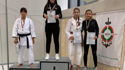 Радостина Николова води и тренировки по бойно изкуство. Снимки ОДМВР - Бургас