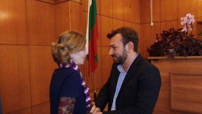Емилия Нашева зам.-председател на Административния съд поздрави новия председател. Снимка Пресцентър