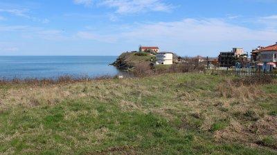 Алеята ще свършва до малкия плаж на квартал Василико. Снимки Община Царево