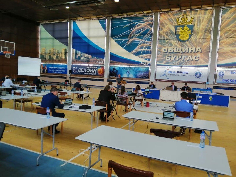 Сесиите се провеждаха в зала Бойчо Брънзов преди да станат онлайн. Снимка Архив
