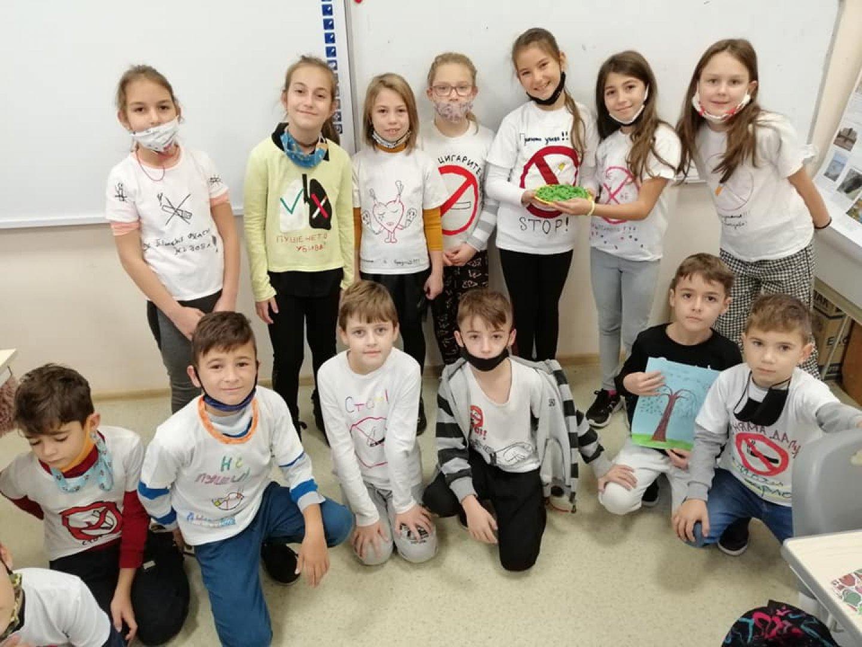 Учениците участваха в инициатива по случай Международния ден без тютюнопушене. Снимки ОУ Найден Геров