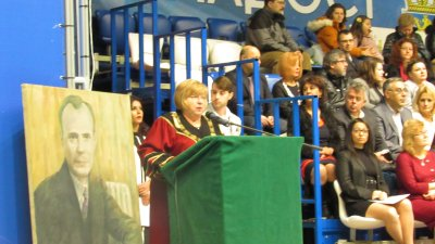 Ректорът на университета проф. Магдалена Миткова поздрави завършващите висшето си образование