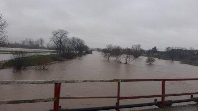 Покачило се е и нивото на река Средецка, която минава покрай главния път за Ямбол