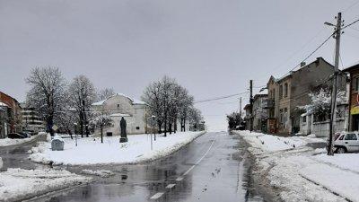 Пътищата в града са проходими при зимни условия. Снимки Община Средец
