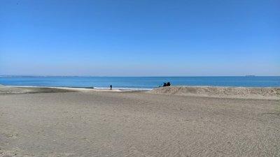 Средната месечна температура през април по Черноморието и във високите полета – между 9 и 11