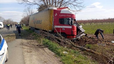 Една жена е загинали при пътния инцидент. Снимки ОД на МВР Бургас