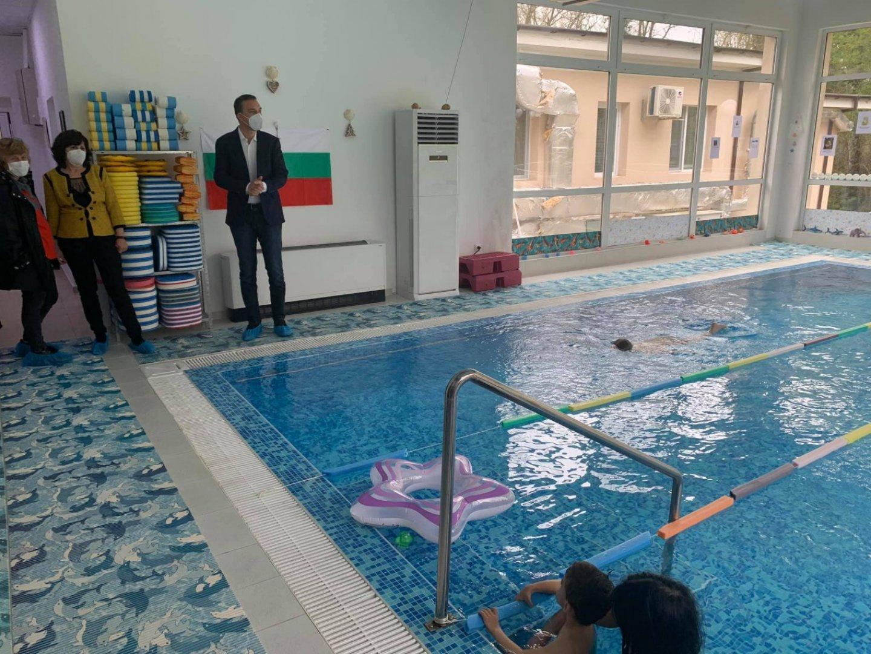 Той е единственият в целия Югоизточен регион, който предоставя процедури, раздвижване и рехабилитация в басейн, използващ лечебните свойства и ползите на минералната вода. Снимки Община Бургас