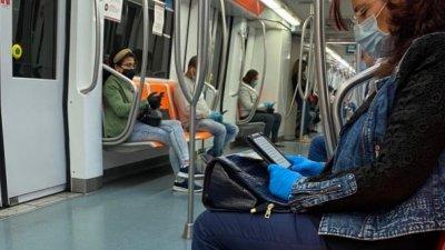 Ползването на предпазни средства в обществения транспорт в Рим е задължително. Снимки Росица Мирчева