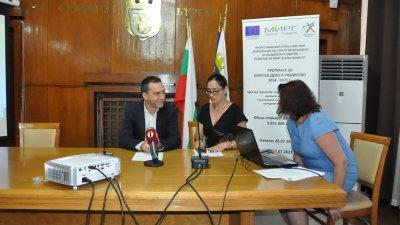 Призовавам малките и средни фирми от Бургас и Камено да бъдат активни, каза кметът на Бургас Димитър Николов. Снимка Община Бургас