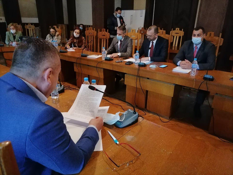 Консултациите за състав на РИК са свикани от областния управител Вълчо Чолаков. Снимки Черноморие-бг