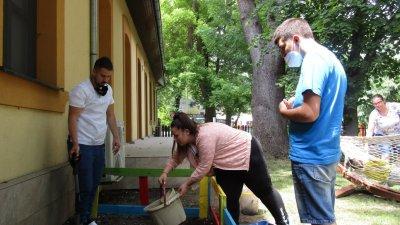Доброволците ще помагат на екипа в ежедневните занимания на децата. Снимка Община Бургас
