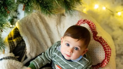 За малкия Борис това е първата Коледа