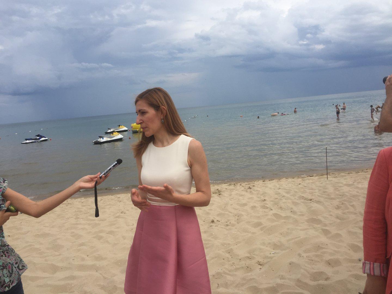 Министър Ангелкова участваше в проверката на плажа