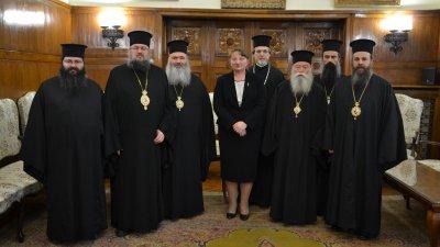 Срещата на министър Сачева с митрополитите се проведе в Светия Синод. Снимка Светия Синод