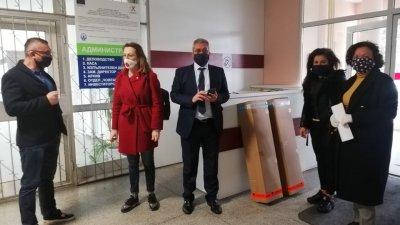 Апаратите бяха дарени в началото на седмицата на бургаската болница. Снимка ГЕРБ - Бургас
