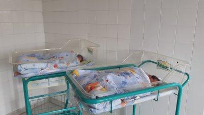 15 минути преди полунощ на 31-ви декември срещу 1-ви януари в болницата се роди Константин. Снимка УМБАЛ