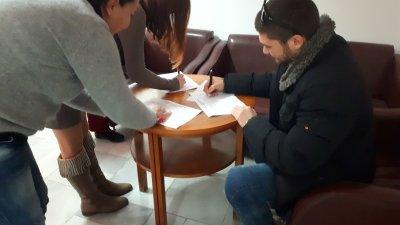 Подписи се събират на няколко места в клубове на БСП в Бургас. Снимка Пресцентър БСП