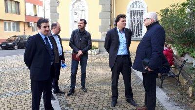 Крум Зарков (вторият отдясно наляво) бе гост на конференцията. Снимки БСП - Бургас